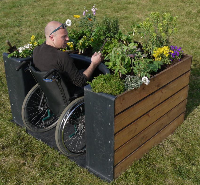 Guide des maisons de retraite avec Capgeris, portail d'information pour les  personnes agées : Un jardin pour personne à mobilité réduite