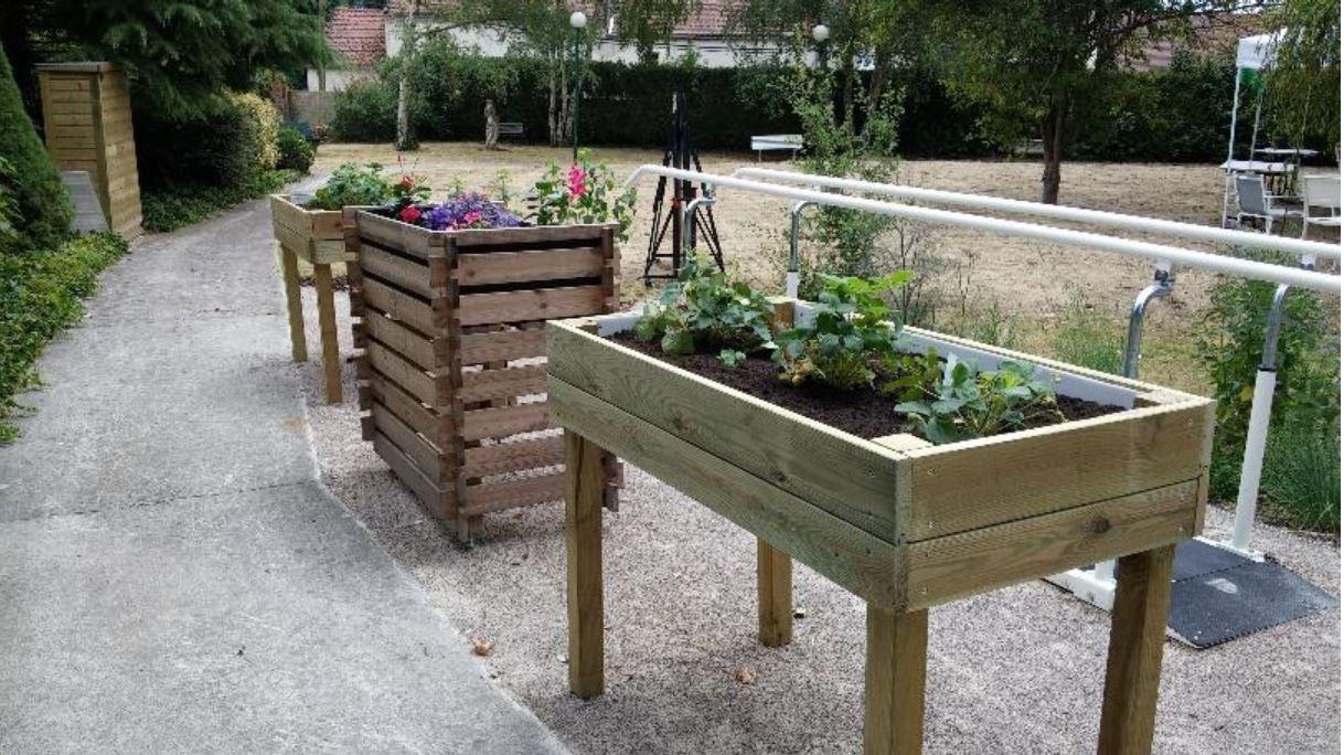 guide des maisons de retraite savez vous qu 39 il y a un jardin th rapeutique l 39 ehpad du. Black Bedroom Furniture Sets. Home Design Ideas