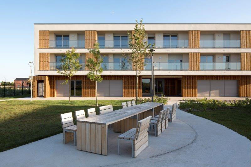 un ensemble de 72 logements destination des seniors comprenant des appartements et des. Black Bedroom Furniture Sets. Home Design Ideas