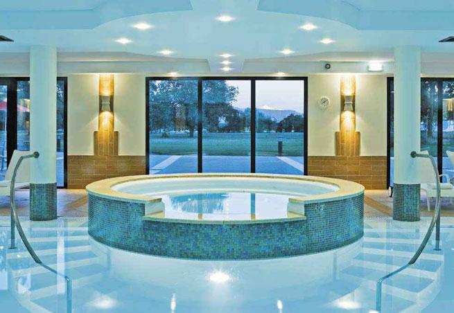 H tel bien tre vacances bleues la villa du lac divonne for Piscine de divonne